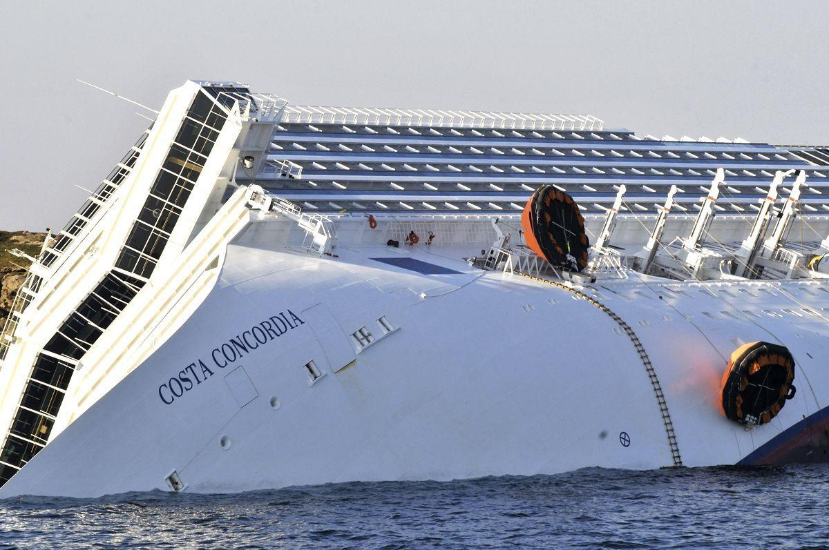 https www arabianbusiness com photos captain arrested after fatal italian cruise ship disaster 440492 html