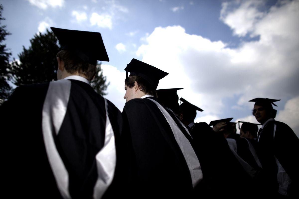 Survey reveals most popular sectors for UAE job-seeking graduates thumbnail