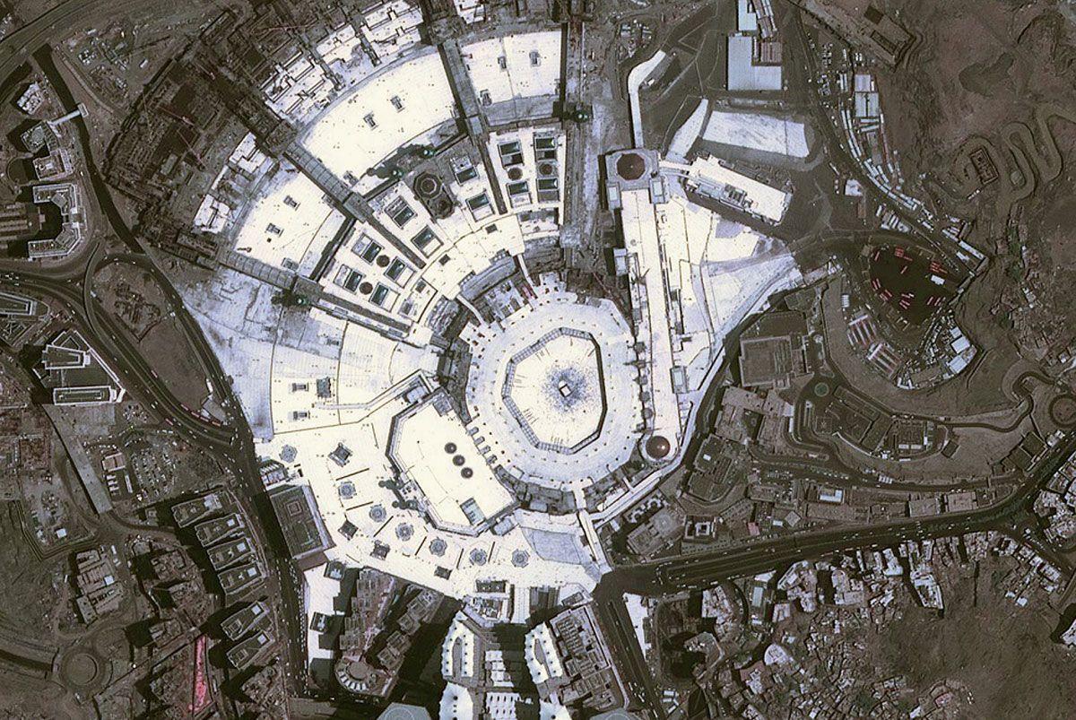 Mecca From Space Dubai Satellite Captures Great Mosque During Ramadan Arabianbusiness