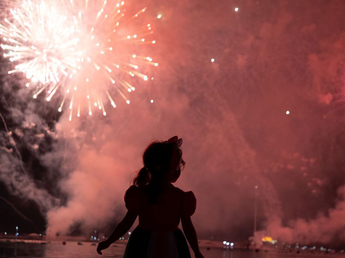 Watch Dubai and RAK's spectacular NYE fireworks from the comfort of your sofa thumbnail