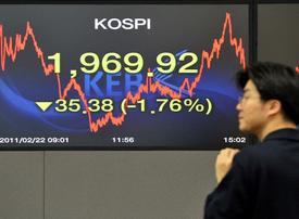 Euro dips, sentiment sours despite French auction