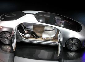 Mercedes-Benz mulls driverless-limo service