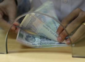 Hard to predict Indian rupee fall, says former RBI governor