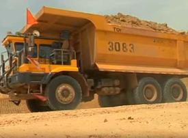 Video: Pakistan's pioneer female truck drivers