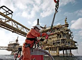 Saudi Arabia backs extension of OPEC production cuts