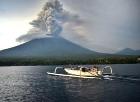 Emirates resumes limited service to volcano-hit Bali