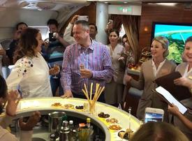 Woman proposes on board Emirates flight