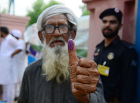 In pictures: Tense, unpredictable Pakistan general election