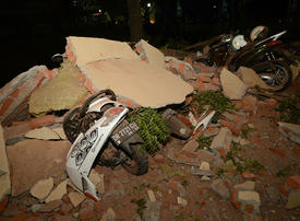 Indonesia evacuates tourists after Lombok quake kills 91