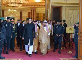 Pakistan PM Khan meets with Saudi King, Crown Prince