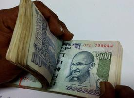 Rupee weakens, gold prices surge in India as fears of coronovirus spreads