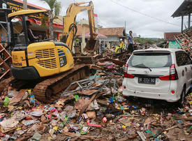 In pictures: Indonesian tsunami death toll tops 280