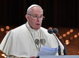 Pope Francis urges end to wars in the Middle East