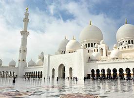 Video: Abu Dhabi's Grand Mosque feeds 30,000 during Ramadan