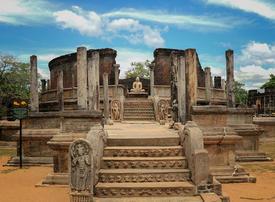Sri Lanka forecasts 50% drop in tourist arrivals after attacks