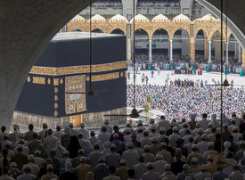 Coronavirus: Saudi Arabia urges Muslims to defer hajj plans