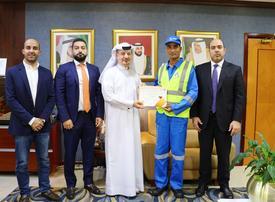 Dubai Municipality honours cleaner for honesty
