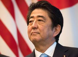 Japan's Shinzo Abe begins Gulf tour in Saudi Arabia