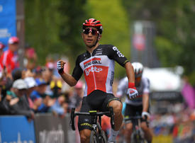 Australian Ewan claims victory in stage 2 of the UAE Tour
