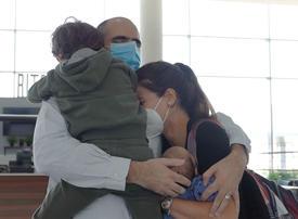 Etihad Airways reunites UAE family, dad meets newborn son