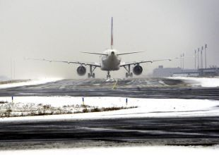 UPDATE 2: Flights chaos as wintry weather hits Europe's airports