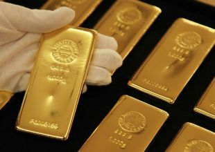 Gold dips to 4-month low on Greece uncertainty