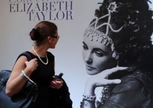 Elizabeth Taylor's designer clothes to be auctioned
