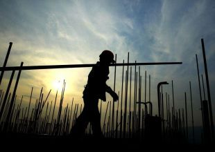 Rights group hails UAE's plan to change labour laws in 2016