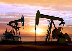Oil price poised for worst month in a decade on supply fears