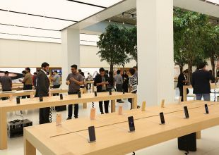 Apple loses more ground in global smartphone market