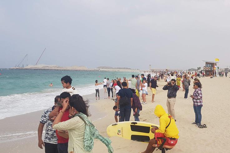 Over 700 Dubai beachgoers cautioned for coronavirus violations