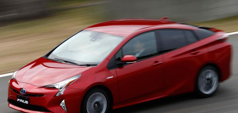 Fuel efficient cars a bigger threat for oil than electric vehicles