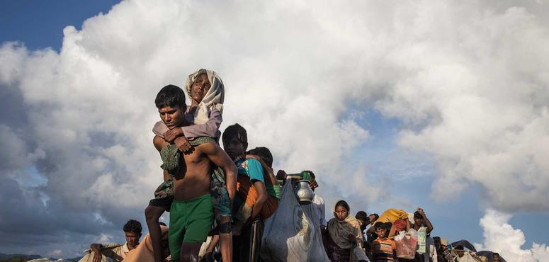 Video: Rohingya Muslim refugees flee ethnic cleansing in Myanmar