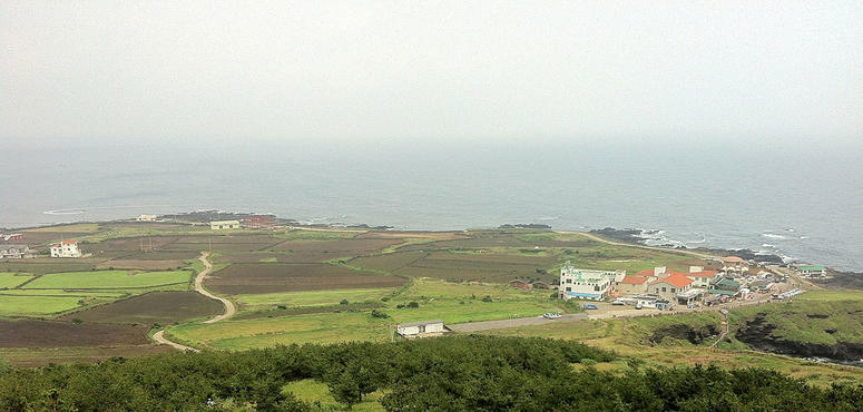 Video: Yemenis flee to Korean holiday island