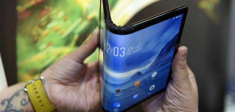 Video: MWC 2019 highlights - foldable phones, multiple cameras, AR lenses