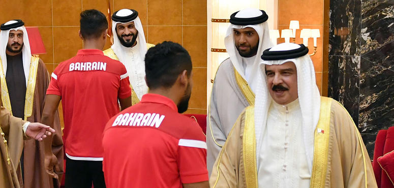 Gallery: King Hamad receives Bahrain national football team