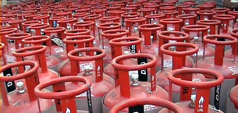 India scrambles for LPG to meet peak demand as Saudis defer flow