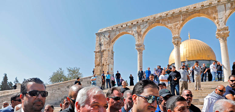 Gallery: Saudi soccer team visits al-Aqsa mosque