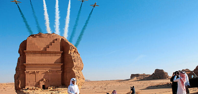 Saudi to extend expired tourists visas for three months