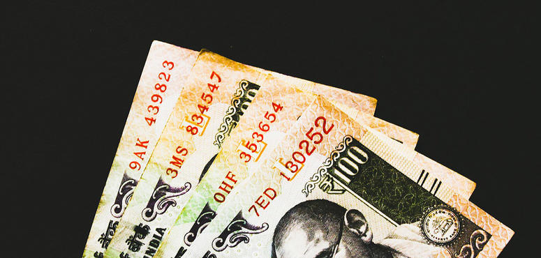 Indian rupee falls to 19.62 against AED, 72.08 against USD