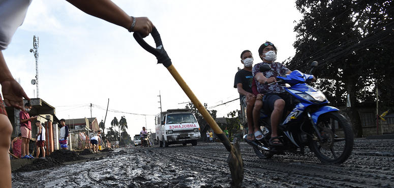 UAE volunteers ready shipments bound for Philippines volcano victims