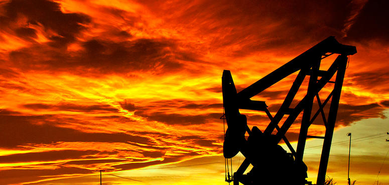 Oil drops toward 17-year low as hopes for OPEC-Texas truce fade