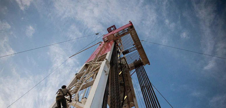 US oil rebounds above zero after record wipeout
