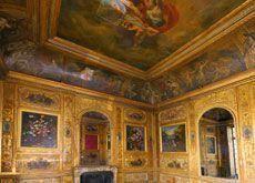 Qatari prince strikes deal in Paris palace row