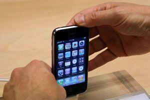 SMS hacks threaten iPhones and Windows Mobile smartphones