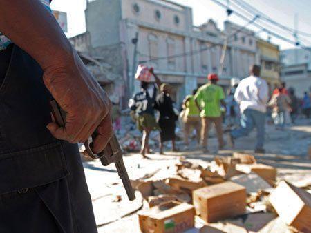 Looting breaks out in Haiti