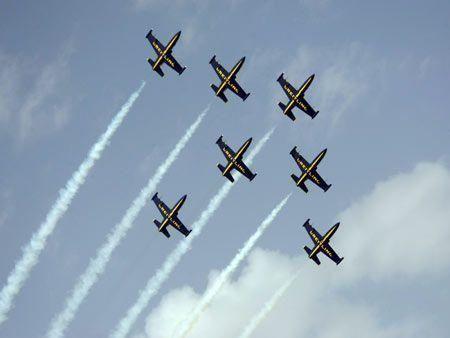 Plane tricks in Al Ain