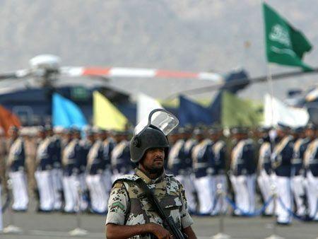 Saudi military steps up hajj security