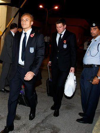 England football stars arrive in Qatar