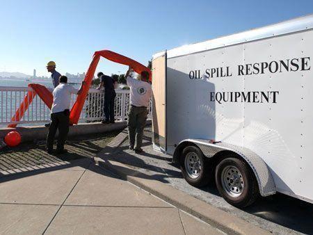 Dubai Star spill oil off US coast